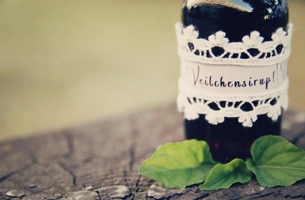 DIY - Veilchensirup als Gastgeschenk auf Hochzeiten
