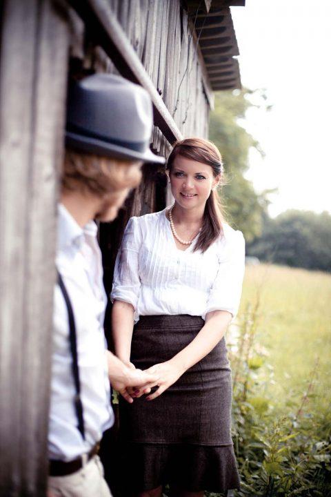 Romantisches Vintage Verlobungsshooting im Kornfeld