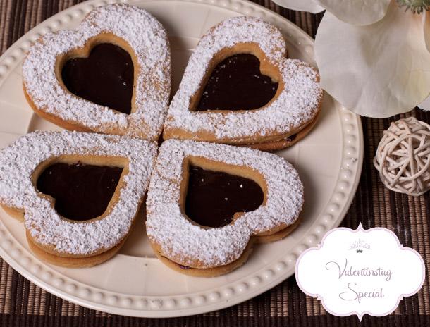 Valentinstag Special - Erdnussherzen gefuellt mit Schokolade
