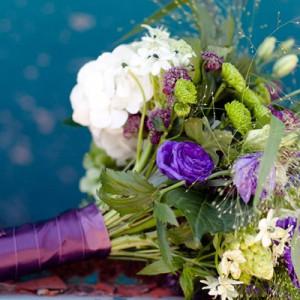 Hochzeitsdekorationen mit farbigen Akzenten