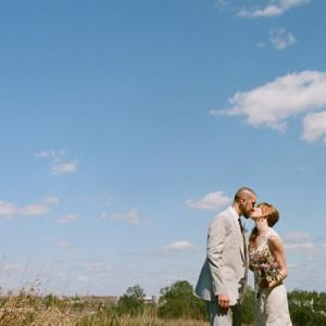Jenn und Barret's DIY inspirierte Hochzeit