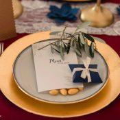 Auf weddix.de die schönsten Karten zu Hochzeit finden.