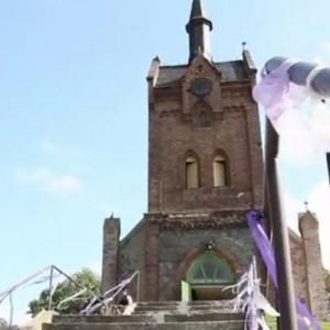 Verträumte Hochzeit auf dem Schloss von Filmstark