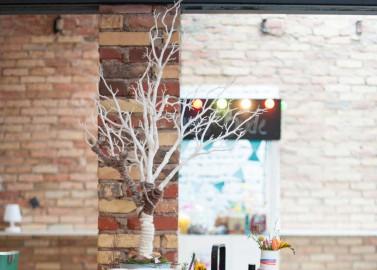 Hippe Gartenhochzeit im Loftstyle bei blickfang event design