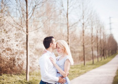 Sonniges Save the Date Shooting von Blooming Light Photography
