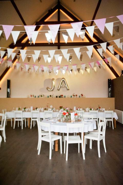 Dekoverliebte DIY-Hochzeit von Tali Hochzeitsfotografie