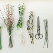 Zauberhafte Frühlingsmagie mit einer hübschen Blumenkranzidee von ONAMORA Hochzeitsfotografie
