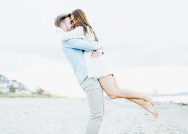 Bezauberndes Love-Shooting am Strand
