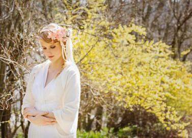 Handgefertigter Kopfschmuck und Kleider von Verhutung