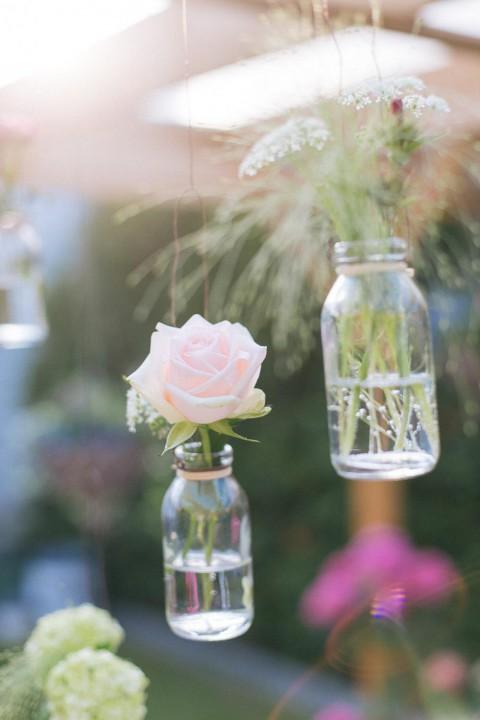 Blumen im Sommer – Eine Hochzeitsinspiration von Michael Palatini Fotografie und Blatt und Blüte