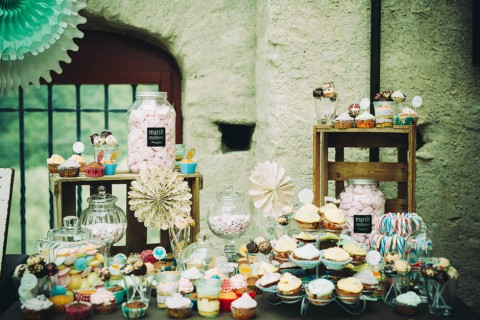 Rebecca & Patrick's bezaubernd-rustikale Hochzeit von Alea Horst