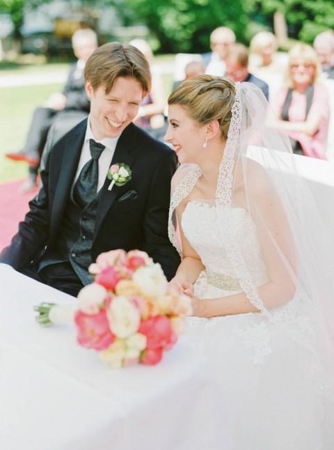 Wunderschöne, pastellfarbene Schloss Pichlarn Hochzeit von peaches & mint