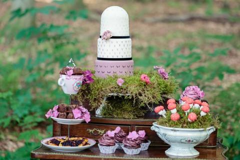 Zauberhafte Märchenwald Hochzeitsinspiration in Weinrot und Aubergine