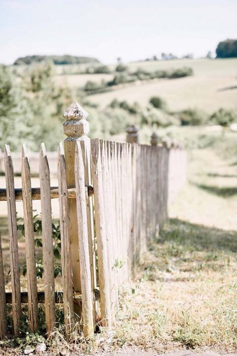 Stilvoll-rustikale Scheunenhochzeit in der Maisenburg