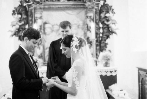 Klassisches Hochzeitsvergnügen in charmant, ländlicher Umgebung