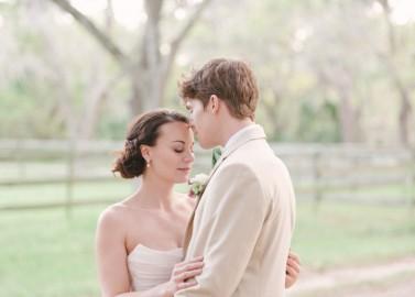 Romantische Hochzeitsinspiration in rustikal, natürlichem Ambiente