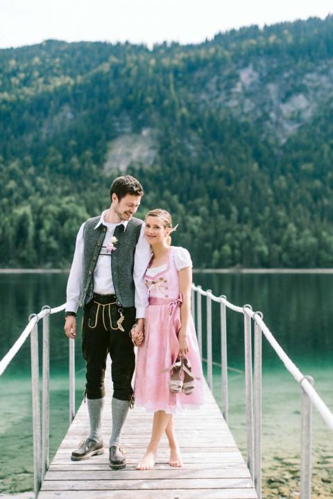 Moderne Trachten-Hochzeitsinspiration auf dem Eibsee