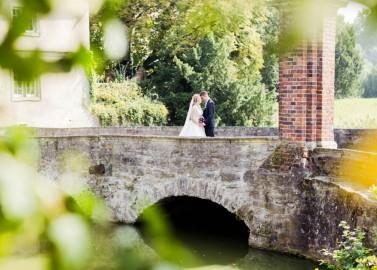 Klassisch-Vintage inspirierte Hochzeit auf einem gemütlichen Hofgut an der Lippe