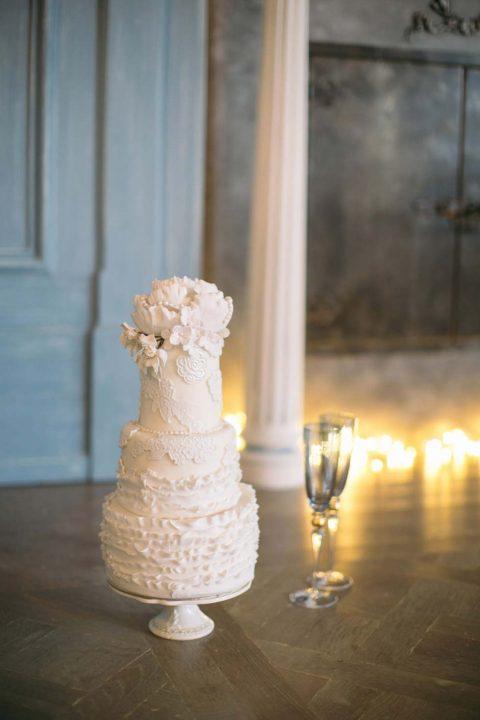 Faszinierende Tortenkunstwerke in Vollendung mit einer winterlichen Schloss Hochzeitsinspiration