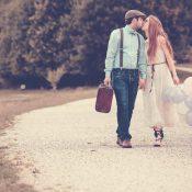 Zwei Lovebirds auf einem Wanderausflug