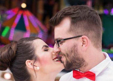 Zuckerwatte, Spaß und Küsse auf der Rheinkirmes