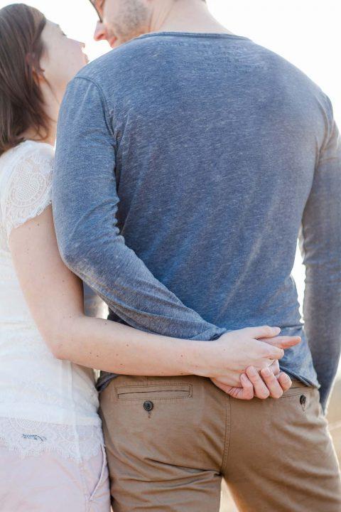 Romantisches Tipi-Verlobungsshooting