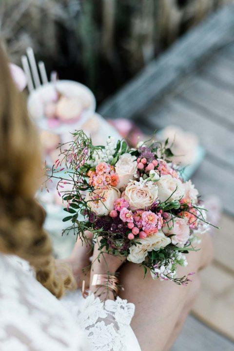 Romantische Sommerhochzeitsinspiration in Rosegold & Mint