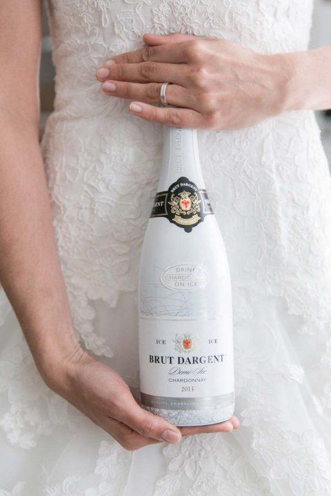 Moderne Hochzeit in einem idyllischen Waldschlösschen
