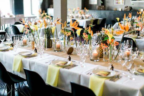 Exotische Hochzeit mit industriellem Ambiente: Simone und Arne sagten farbenprächtig JA!