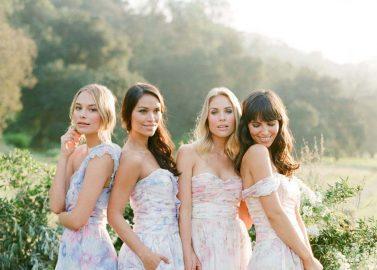 We love Flowerpower! Zarte Aquarell-Kleider in Pastell für Bräute und Brautjungfern