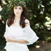 Eine elfenhafte Braut im Wonder Wood