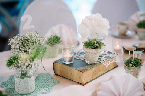 Moderne Prinzessin für einen Tag: Elegante Vintage-Hochzeit in Weiß und Mint