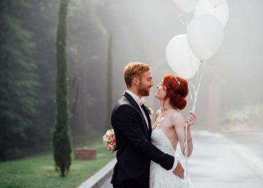 Laura und Nico: Eine Vintage-Hochzeit in Weiß und Rosé