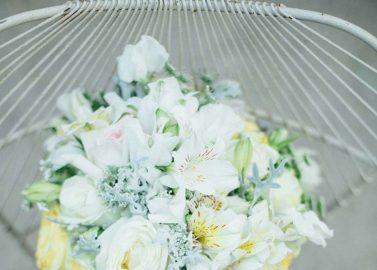Märchenhafte Sommerhochzeit in Weiß, Grün und Gelb
