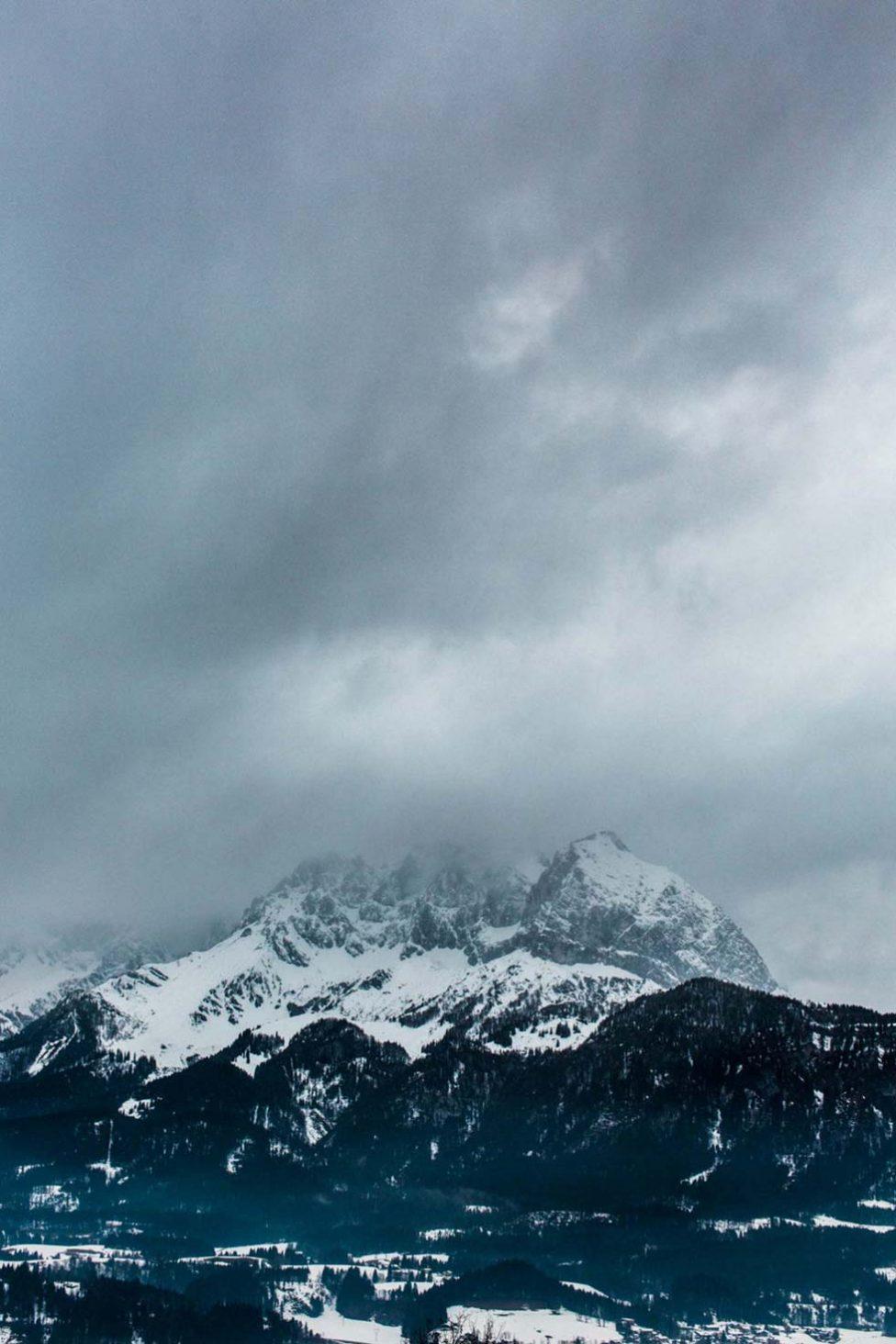 Moderne trifft auf Tradition: Trachtiges Verlobungsshooting in Österreich