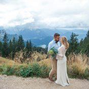 Himmlisch blauer Hochzeitstraum in den Bergen