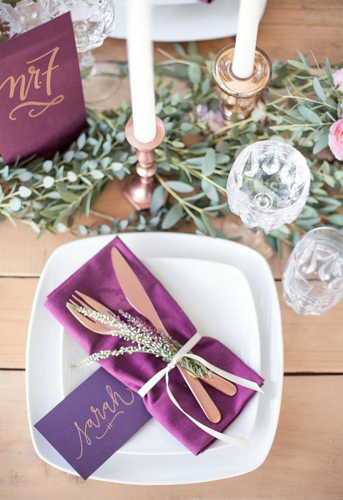 Bohemian-Hochzeitsinpiration in Beerenfarben und Marsala