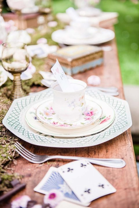 Alice im Wunderland als märchenhafte Hochzeitsidee