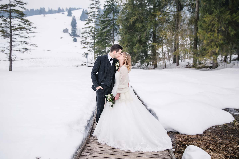 Lorena & Stefan: Märchenhafte Open Air-Winterhochzeit in der Schweiz ...
