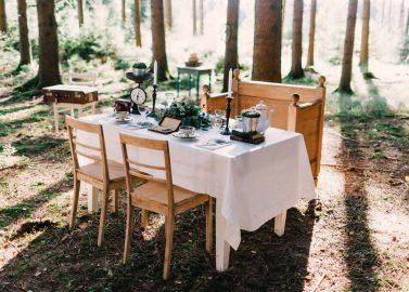 Caravan Glamour: Romantische Wald & Wiesenhochzeits-Idee