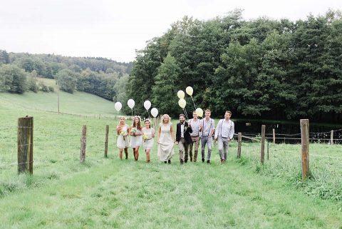 Verträumte Wiesenhochzeitsinspiration im Sauerland