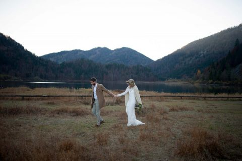 Eine Indian Summer-Braut in den Alpen