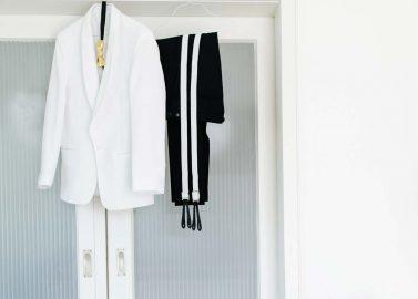 """Angelika & Pierre: Ein schillerndes """"Ja"""" auf ihrer Black & Gold-Hochzeit"""