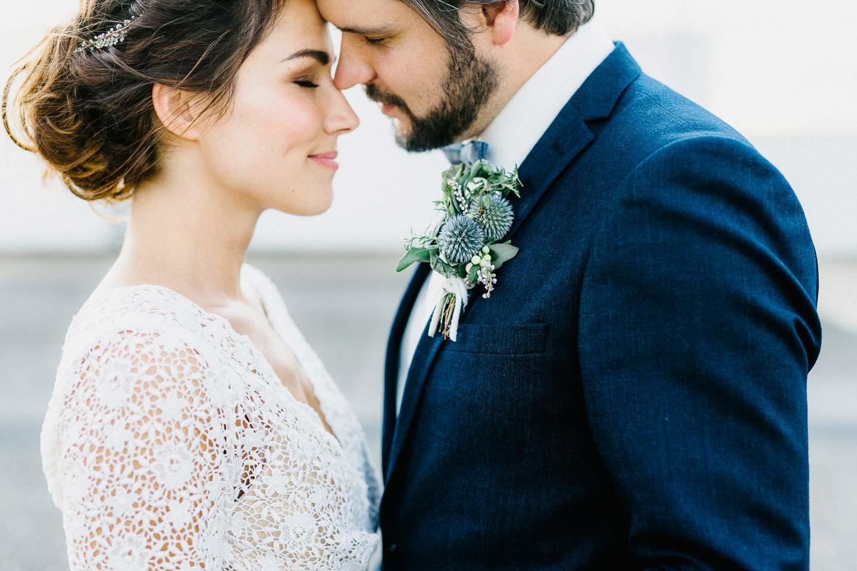 Amanda & Chris: Hinterhof-Romantik, BBQ und ein Eheversprechen ...
