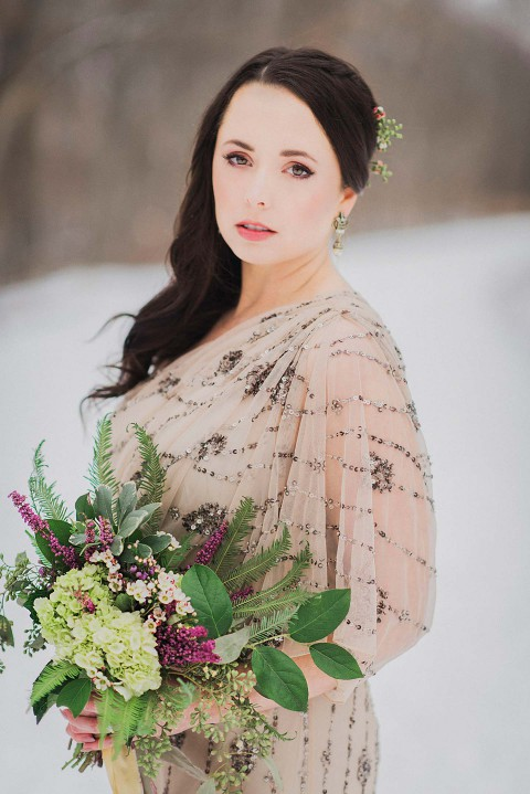 Brautstyle und Eleganz in einer weissen Winterkulisse
