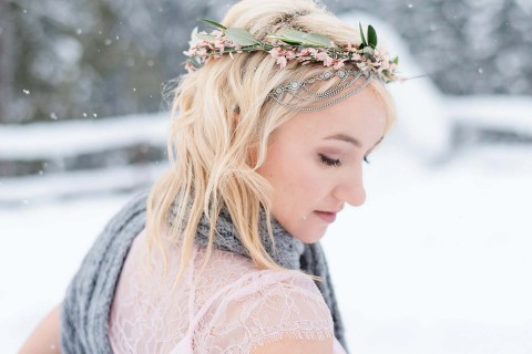 Liebestanz auf dem Eis: Ein winterliches Verlobungsshooting