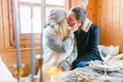 Winterliches Engagement-Shooting in Blau & Gold