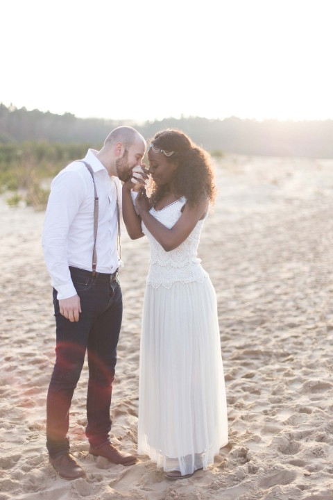Romantisches Liebes-Picknick am Strand