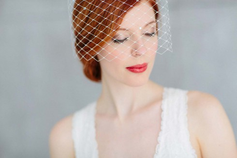 Puristische Romantik im Haar: Die neuen Headpieces von BelleJulie