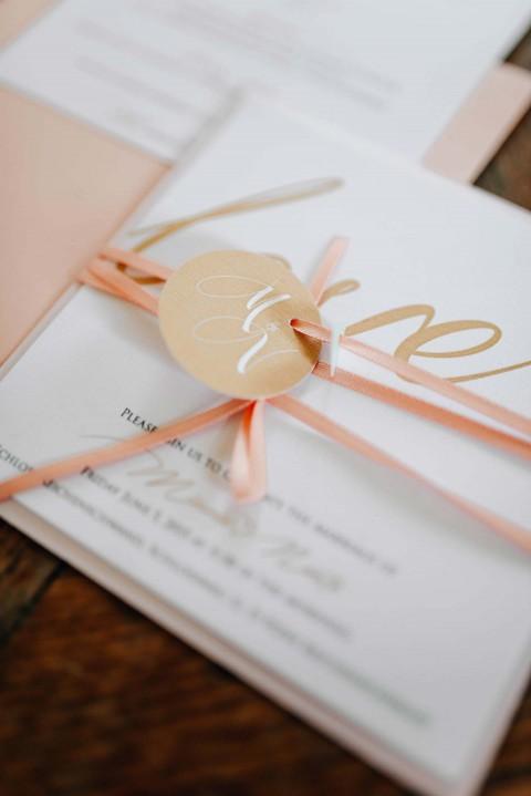 Minnie & Naoto: Romantische Schlossgarten-Hochzeit